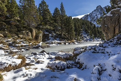 Estany Moreno, Principat d'Andorra (kike.matas) Tags: canoneos6d kikematas canonef1635f28liiusm estanymoreno encamp andorra andorre principatdandorra pirineos paisaje montaas nature nieve hielo bosque arboles rocas canon lightroom4