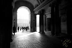 Porte du Louvre (Thierry Poupon) Tags: louvre paris porte tuileries ciel contrejour fiac porche gate iledefrance france fr door backlight blackandwhite
