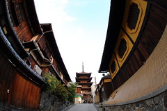 An alley in Kyoto (Teruhide Tomori) Tags: alley street kyoto gion town higashiyama japon japan temple house wooden architecture construction building hokanji 祇園 京都 法観寺 東山 日本 五重塔 寺社建築 木造建築 家屋 伝統家屋
