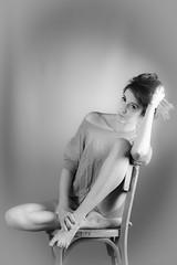 IMG_7226-1 (photo.bymau) Tags: bymau canon 7d studio portrait retrato girl beauty woman women nice cute model flash light shooting beautifull faces art éclairage lightning bw black white blanc noir negro schwarz dark contrast