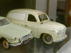 1950-1957 RENAULT Colorale Savane Commerciale to Scale (ClassicsOnTheStreet) Tags: france classic scale shop vintage toy toys volvo bourges model couple magasin duo utility commerciale etalage laden renault ute commercial 1950s pairs delivery oldtimer spotted 50s shopwindow frankrijk prairie veteran coupe jouet toycar lieferwagen displaywindow p1800 diecast jouets 2015 klassieker savane dinkytoy gespot miniatuur furgon schaalmodel fourgonnette kastenwagen carspot tweetal besteller winkelruit colorale modelauto classiccouple ruedudoyen coloralesavane coloraleprairie