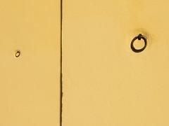 Ronda 00049 (Sebas Adrover) Tags: espaa yellow facade canon spain andalucia powershot amarillo ronda fachada mlaga shackle argolla g15