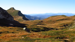 Castro Valnera (arkaitz ZO) Tags: autumn mountains color green nature landscape scenery paisaje glacier autumncolors burgos cantabria montañismo tonalidades 50faves castrovalnera autunn espinosadelosmonteros 50comments