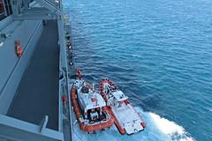 Seenotrettung im Mittelmeer (Offizieller Auftritt der Bundeswehr) Tags: italien marine boote reggiocalabria hafen bundeswehr hilfe mittelmeer einsatz flüchtlinge übersetzen hilfseinsatz seenotrettung a1411 einsatzgruppenversorger humanitäre egvberlin schiffbrüchige bundeswehrfotos