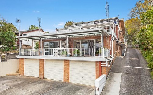 2/11 Lynn Avenue, Point Frederick NSW 2250