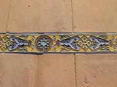 Tres moscas (Oubeos) Tags: colores tres decoraciones azulejos sevilla andalucia plazadeespaa suelo moscas circulos azules amarillos