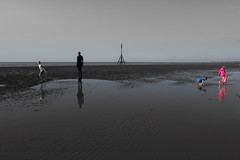 Kids' Play (tabulator_1) Tags: crosbybeach anotherplace antonygormley coloursplash colorspalsh