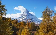 das Matterhorn (welenna) Tags: alpen autumn alps switzerland snow schwitzerland schnee sky swiss view landscape light landschaft lrche clouds cloud classic berge blue mountains mountain matterhorn himmel herbst tree baum wallis