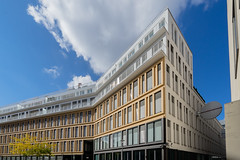 Space for Office and Living (*Capture the Moment*) Tags: 2106 architecture architektur buildings facades fassaden gebäude sonne sonya7m2 sonya7mii sonya7ii sonyfe1635mmf4zaoss sun wetter gebã¤ude