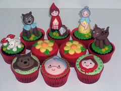 Chocolate com Brigadeiro (Elaine Russo - Delizie! Arte com Açúcar) Tags: cupcake chapeuzinho little red hidding hood