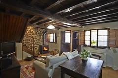 Saln con Chimenea (brujulea) Tags: brujulea casas alquiler pilona asturias casa carreno salon con chimenea