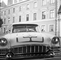 The hood (A.Sundell) Tags: street old 6x6 tlr film vintage square blackwhite shadows superb kodak sweden bokeh tmax voigtlander streetphotography swedish d76 german uppsala epson medium format sverige analogue v600 voigtländer tmax100 twinlensreflex westgermany skopar gammal fixer uppland gatufoto uppsalalän voiglaender epsonv600 tmaxfix voigtländersuperb