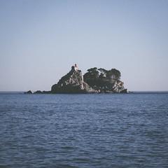 Petrovac (Parentez) Tags: old blue sea mer color 6x6 nature island ile format montenegro le moyen