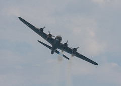 Bournemouth Air Show 2015 (117 of 155) (johnlinford) Tags: flying aircraft airshow boating bournemouth b17bomber airfestival aeronautical poolebay bournemouthairfestival bournemouthinternationalairshow bournemouthairfestival2015