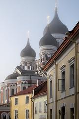 Tranches d'histoire/History slices/Skivor av historia (Explore) (Elf-8) Tags: city morning history church estonia glow orthodox tallin