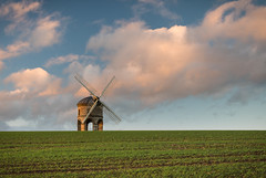 Mill on the Hill V (Stu Meech) Tags: sunset sky mill windmill field grass clouds landscape nikon stu side hard lee d750 lit polarizer grad chesterton 70200 warwickshire meech sidelight polariser 06nd