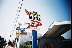 Deano's (jfpj) Tags: california film sign vintage fuji toycamera motel signage vivitar culvercity motelsign trashcam fuji400film 10faves vivitarultrawideandslim itsnotacapture
