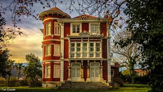 La Casa Roja , Colombres