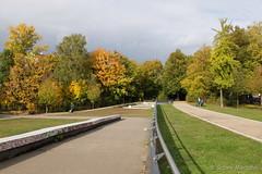A short Way.... to winter (Sockenhummel) Tags: park autumn oktober berlin fall automne schneberg fuji herbst finepix fujifilm bume bunt x30 cheruskerpark fujix30
