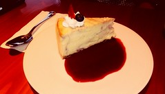 Cheesecake con frutos del bosque (Lucerito Corrales) Tags: cheesecake frutos bosque dulce postre sweet delicioso dessert peru lucio caffè plaza café