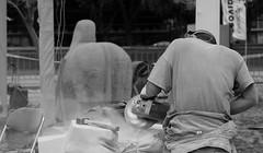 ESCULTOR / SCULPTOR (jpi-linfatiko) Tags: bn bw escultor sculptor oficio workinprogress trabajoenprogreso wip blancoynegro blackandwhite blanconegro blackwhite nikon d5200 sigma1770