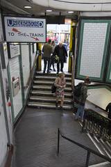 Clapham Common station, The Pavement, SW4 (Tetramesh) Tags: tetramesh london england britain greatbritain gb unitedkingdom uk tfl londontransport transportforlondon londonunderground lu tube thetube metro