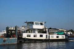 Votrans (Maurits Freijsen) Tags: votrans gouwe waddinxveen duwboot pusher pushboat