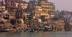 INDIEN, india, Varanasi (Benares) frhmorgends  entlang der Ghats , 14478/7428 (roba66) Tags: indien indiennord asien asia india inde northernindia urlaub reisen travel explore voyages visit tourism roba66 city capital stadt cityscape building architektur architecture arquitetura monument bau fassade faade platz places historie history historic historical geschichte benares varanasi ganges ganga ghat pilgerstadt pilger hindu hindui menschen people indianlife indianscene brauchtum tradition kultur culture indiansequence hinduismus