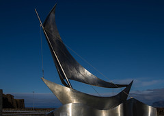 Le vent ... (The wind...) (Larch) Tags: bateau voilier islande iceland boat sailingboat aluminium vent wind stykkisholmur aheimleid mouvement lan impetus movement sculpture