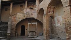 il pozzo - San Gimignano (Guglielmo Pedrini) Tags: architettura pozzo arco volta toscana san gimignano