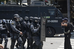 Represso contra servidores no Rio de Janeiro (Megafonia) Tags: protesto ato servidores rio rj riodejaneiro alerj confronto pm polcia militar bomba bombeiros professores justia seguranapblica manifestao centro