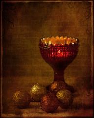 Una navidad luminosa (saparmo) Tags: vela copa luz fuego bolas de navidad christmas