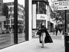 . (alb.montagna) Tags: street streetphotography streetportrait people portrait persone london monochrome bw blackandwhite zuiko olympus penf