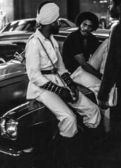 usa-1978-60-4-2.jpg (Muenchhoff Peter) Tags: street newyork ilfordhp5 minoltaxe1 kleinbild usa1978 kamerasformate swkleinformat
