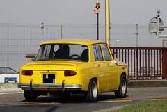 Renault (Thethe35400) Tags: auto car yellow automobile voiture amarillo amarelo gelb giallo coche bil carro bll cotxe