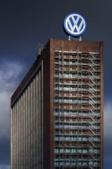 VW Verwaltungshochhaus Wolfsburg (milanicon2) Tags: architecture vw logo pentax spot architektur wolfsburg fa gerst k30 80320mm verwaltungshochhaus
