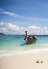 Thailand - Ko Phi Phi Don (Cyrielle Beaubois) Tags: travel beach water thailand boat asia turquoise thalande southeast longtailedboat 2015 kophiphidon canoneos5dmarkii cyriellebeaubois