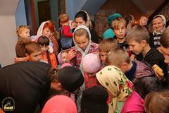 09. Humanitarian assistance for refugees at Svyatogorsk Lavra / Раздача гуманитарной помощи беженцам Лавры