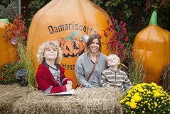 Me and the candy zombies (grilljam) Tags: pumpkinfest damariscotta autumn october2016 ewan 7yrs seamus 4yrs jill mom tothesecrazykids thisiswhathappensaftercandy