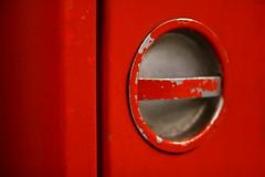 runde rote Ecken und solide silberne Taler (raumoberbayern) Tags: munich mnchen robbbilder urbanfragments abstract minimal