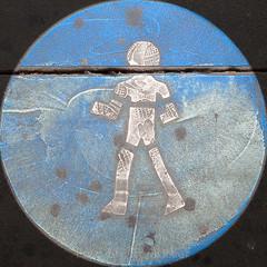blaumachen 2016-11 (Brigitte Rieser) Tags: vienna austria squaredcircle street sign strassenzeichen bodenmarkierung blau weiss alt faded verblasst schuhabdruck shoeprint walking