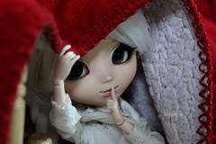 #4 Moumoutes, fourrures et lainages. #christmasdollchallenge (Juju DollPassion) Tags: 4 christmasdollchallenge pullip romantic alice blue dolls doll custom custo white animal eyes red christmas