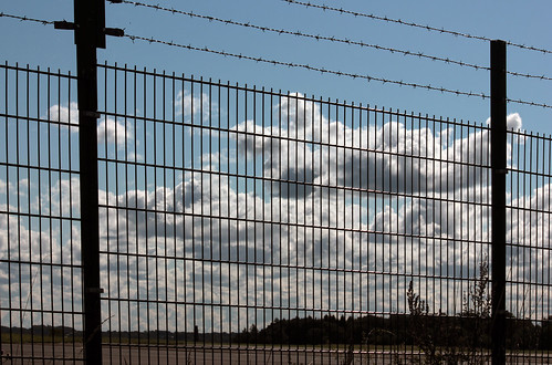 "Wolken hinter Gittern (02) • <a style=""font-size:0.8em;"" href=""http://www.flickr.com/photos/69570948@N04/21033735878/"" target=""_blank"">View on Flickr</a>"
