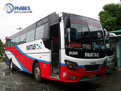 Bong's First time! ([B]oylakbay) Tags: man bus deluxe hino partas philbes