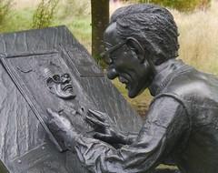 Robert Crumb by Robin Bell (2003), bronze (jacquemart) Tags: 2003 statue bronze robertcrumb robinbell thegardenofheroesvillainswarwickshire