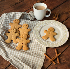 Gingerbread (SueBarni) Tags: christmas food cup tea cinnamon plate biscuits anthropologie gingerbreadmen