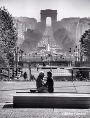 Love is in the air..... (Olivier_Vasseur) Tags: romantique romance bw noiretblanc amoureux love paris amour