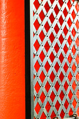 BRYAN_20160628_IMG_8501 (stephenbryan825) Tags: albertdock liverpool abstracts columns contrast gate graphic red selects