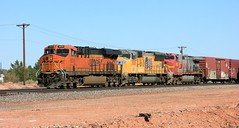 BNSF 8015, WB, WINSLOW, AZ 9-8-16 (TRAINFLAMES) Tags: bnsf ge es44c4 c449w emd sd70m locomotive train freighttrain transcon winslow arizona