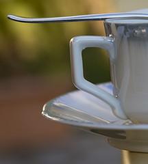 Un petit caf en quilibre ce matin (Elyane11) Tags: macromonday edge tasse caf quilibre composition ombre reflet